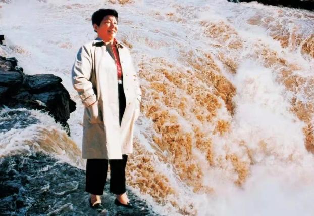 从赤脚医生到杰出女企业家,她靠啥?